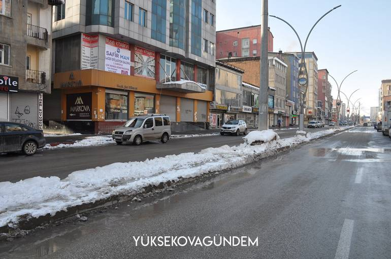 Yüksekova'da boş caddeler yerini belediye çalışmasına bıraktı 1