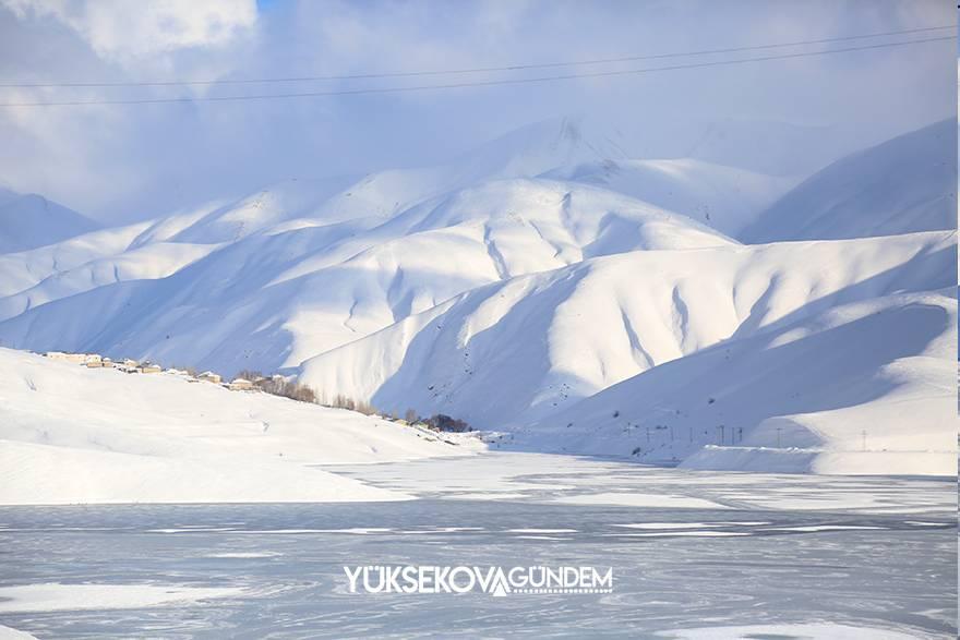 Yüksekova Dilimli Barajı tamamen dondu 1
