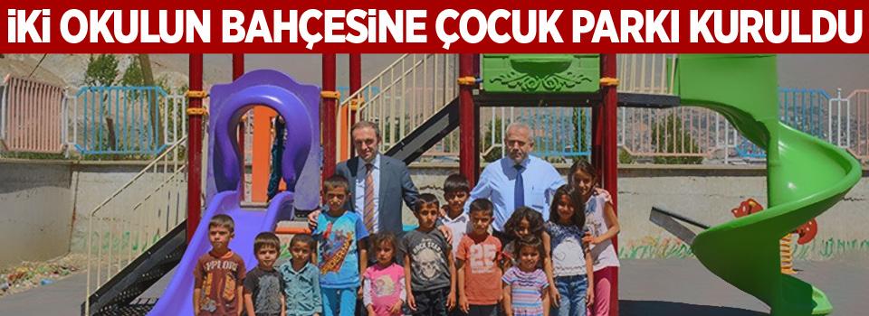 İki okulun bahçesine çocuk parkı kuruldu