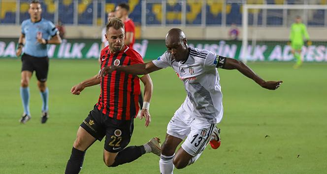 Beşiktaş'ta Atiba Hutchinson'ın sözleşmesi uzatıldı