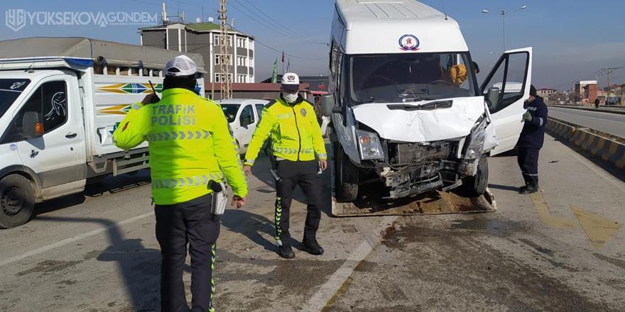 Van'da minibüsler çarpıştı: 11 yaralı