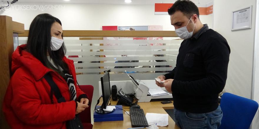 Vanlı gazeteci, ATM'de unutulan parayı bankaya teslim etti