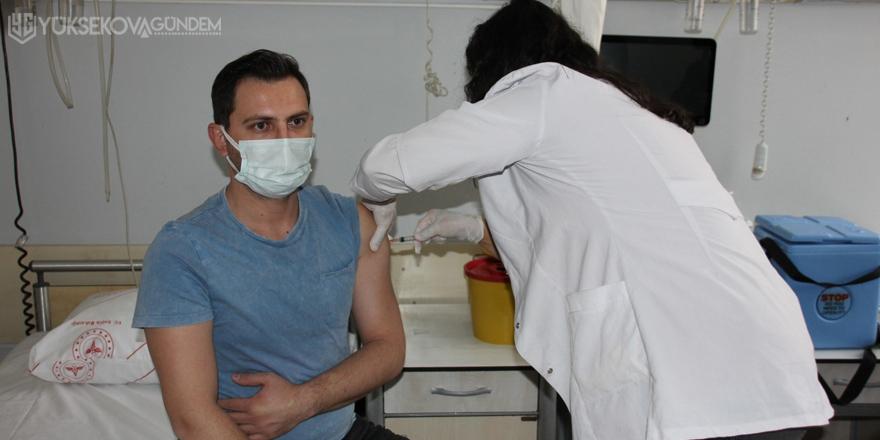 Hakkari'de ilk korona virüs aşısı yapılmaya başlandı