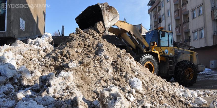 Yüksekova'da boş caddeler yerini belediye çalışmasına bıraktı