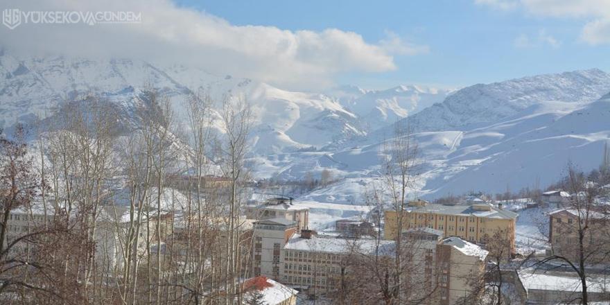 Yüksekova'da 10 köy, 13 mezra yolu ulaşıma kapandı
