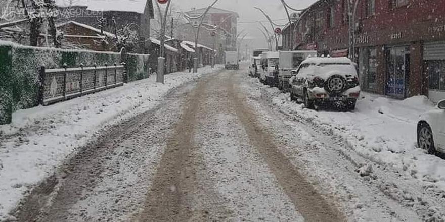 Çukurca'da kar yağışı