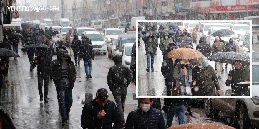 Yüksekova'da yağışlar etkili oluyor