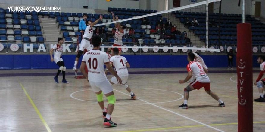 Hakkari voleybol takımı Diyarbakır'ı evinde 3-2 yendi