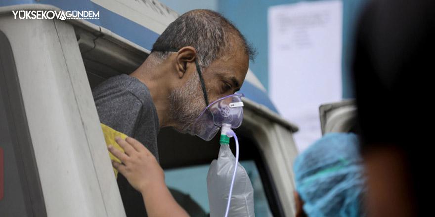 Hindistan koronavirüste felaketi yaşıyor! Günlük vaka sayısı 386 bin 452 oldu