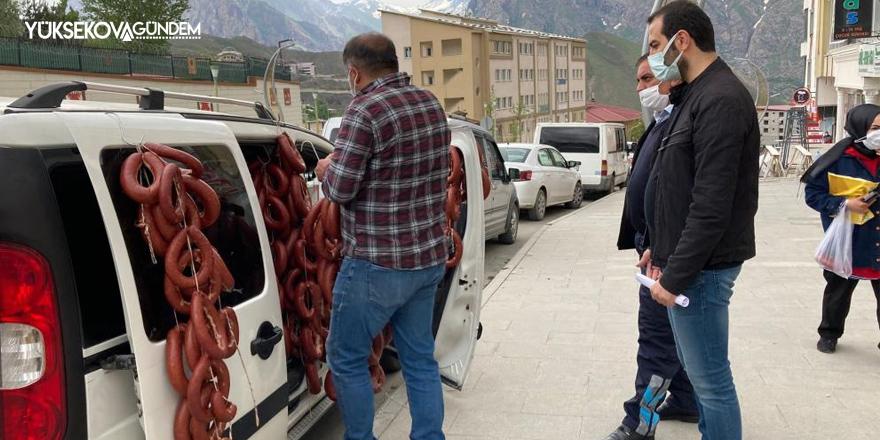 Hakkari'de sucuk satan işportacı il dışına çıkartıldı
