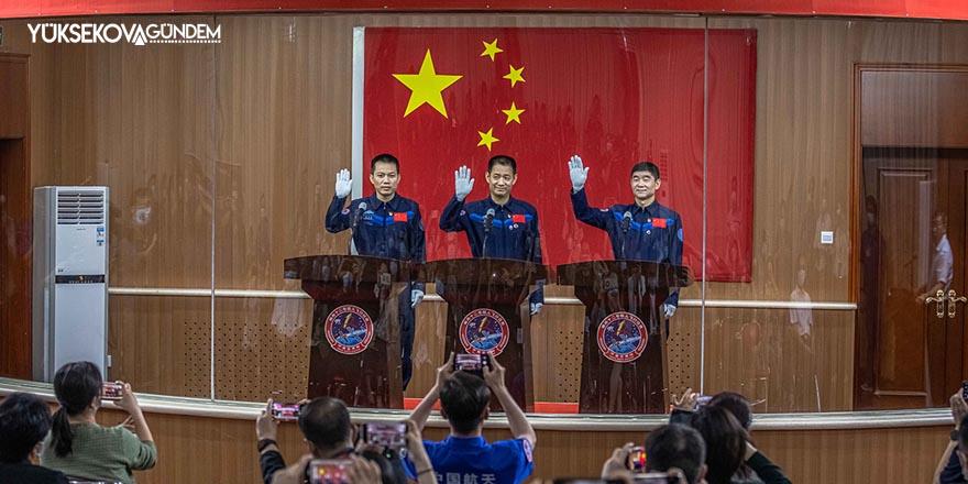 Çin, uzaya göndereceği ilk taykonot ekibini belirledi
