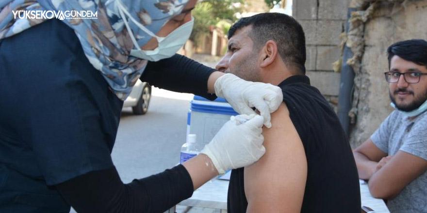 Mahallelerde stant açıp aşı yaptılar