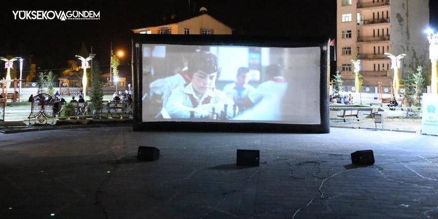 Hakkari'de açık hava sinema günleri etkinliği düzenlendi