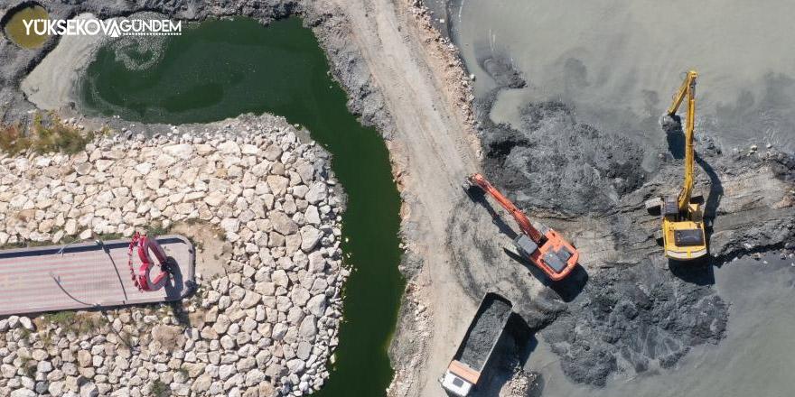 Van Gölü'nde rekor düzeyde dip çamuru temizlendi
