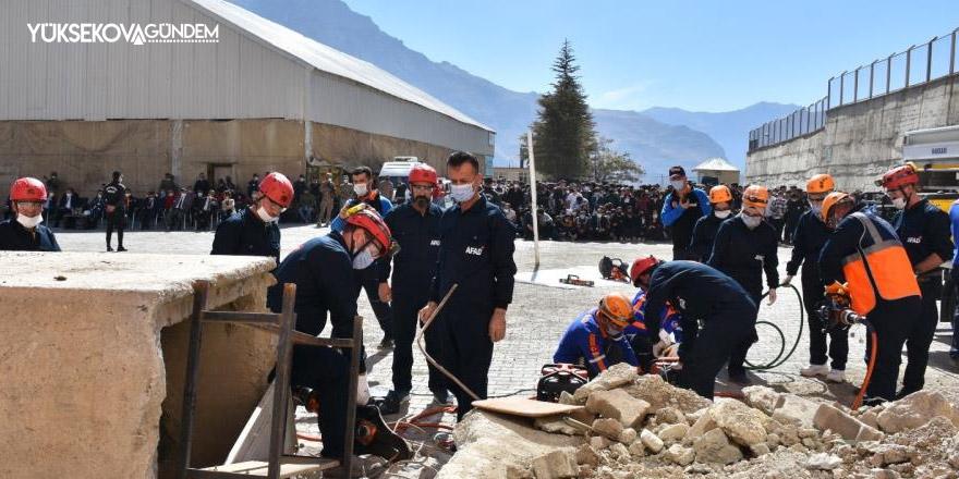 Hakkari'de gerçeği aratmayan deprem tatbikatı