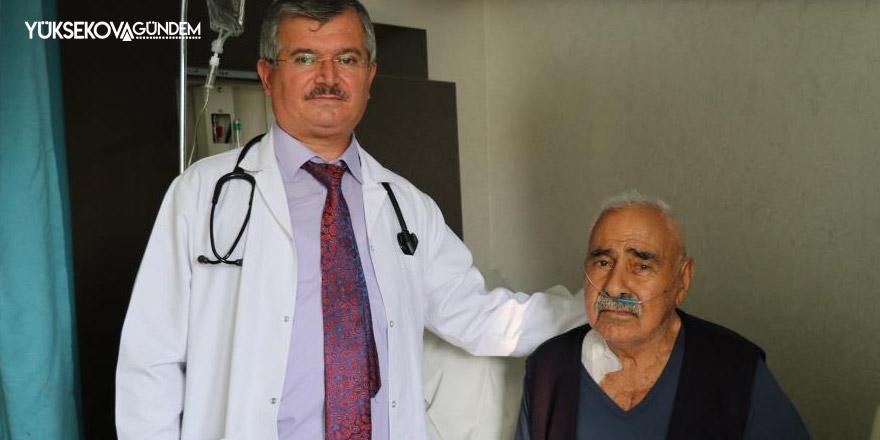 87 yaşındaki hastanın 5 damarı tek seansta açıldı
