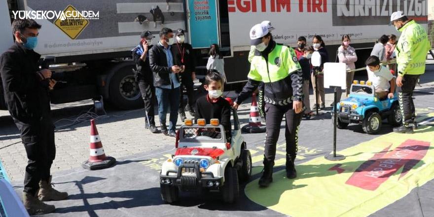 Mobil trafik eğitim tırı Hakkari'de