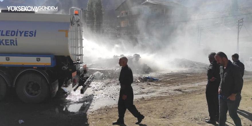 Hakkari'de odunluk yangını