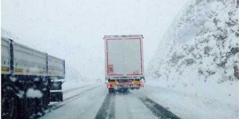 Kar, Antalya-Konya karayolunu kapattı
