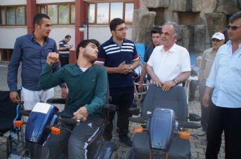Engelli vatandaşlara akülü araba dağıtıldı