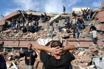Van depreminin 4. yılında yaşamını yitirenler anıldı