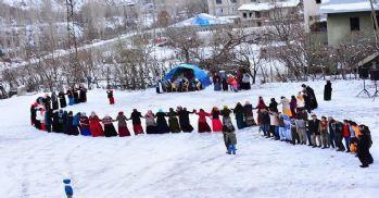 Hakkari'deki düğünler kış dinlemiyor