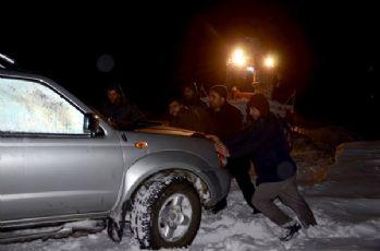 Yüksekova'da mahsur kalan vatandaşlar kurtarıldı