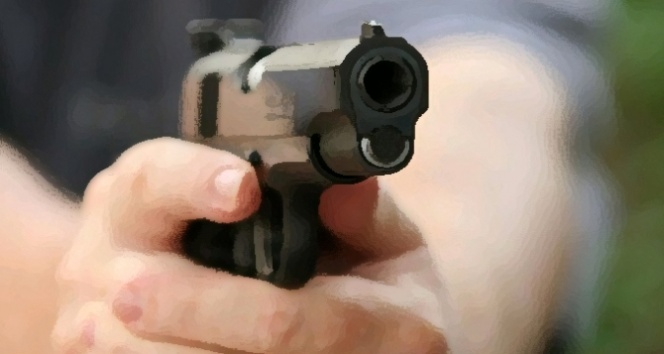 İş adamı evinin önünde vurularak öldürüldü