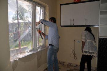 Yüksekovalılar kapı ve pencerelerini naylonla kapatılıyor