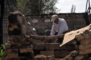 Yüksekova'da Evi Yıkılan Aileler Çözüm Bekliyor