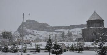 Kars'a kar yağdı