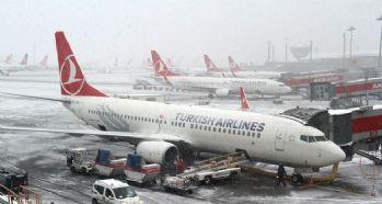 Kar ve tipi hava ulaşımını engelledi