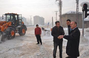 Yüksekova'da kar temizleme çalışması yapıldı