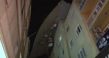 Bir evin çatısı uçtu