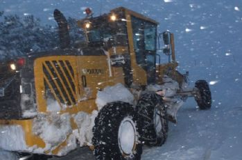 Köy yollarında karla mücadele devam ediyor