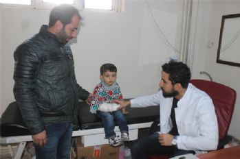 Şemdinli'ye yeni gelen doktor bir ayda 30 ameliyat yaptı