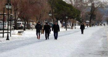 Vatandaşın 'buzlu yol' imtihanı