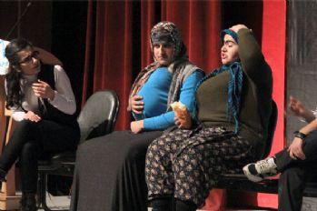 Ünlü tiyatroculardan destek bekliyorlar