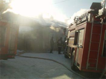 Van'da Korkutan Yangın!