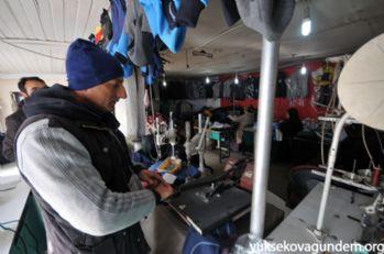 Yüksekova:Bir makine İle tekstil atölyesi kurdu