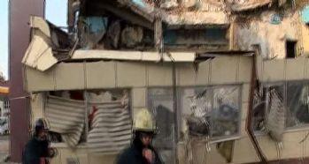 Beyoğlu'nda bina çöktü: 2 yaralı