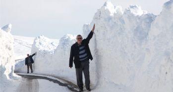 3 metre karda yol açma çalışması