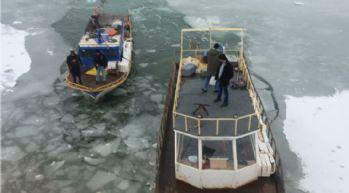 Balıkçıların buz esareti devam ediyor