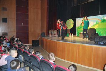 Yüksekova'da 'İki İnatçı Keçi' oyunu sahnelendi
