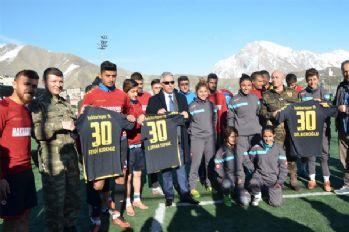Vali Toprak futbolcuların antrenmanlarını izledi