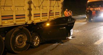 Otomobil tırın altına girdi: 1 ölü, 6 yaralı