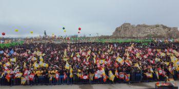 Van'da Newroz, yoğun katılımla kutlanıyor