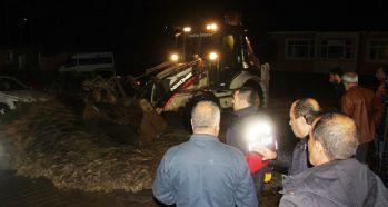 Bingöl'de sel: Araçlar zarar gördü, köprü çöktü