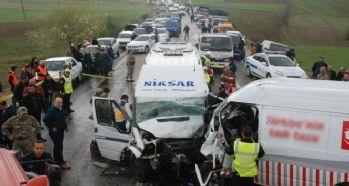 Trafik kazası: 16 yaralı