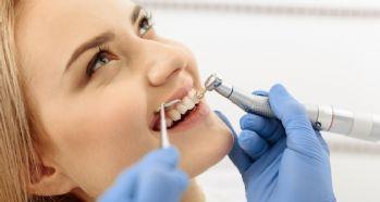 Sık diş beyazlatma dişte kararma ve doku kaybı yapıyor